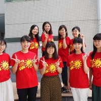 学生がデザインしたスタッフTシャツ